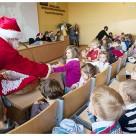 Święty mikołaj dla przedszkolaków