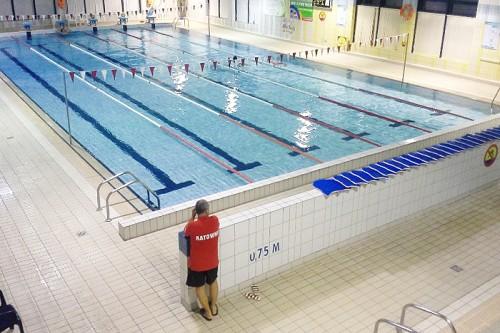 Widok basenu naPływalni Miejskiej Rafa wLęborku