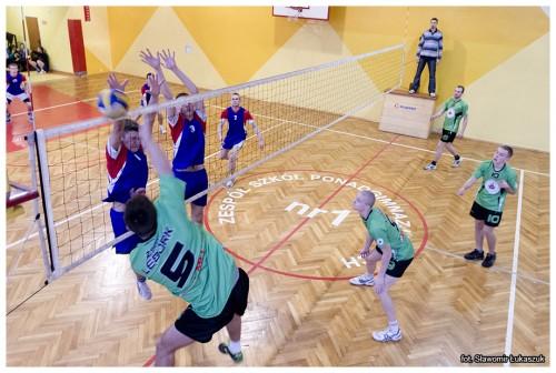 Gwiazdkowy turniej piłki siatkowej opuchar Dyrektora ZSMI